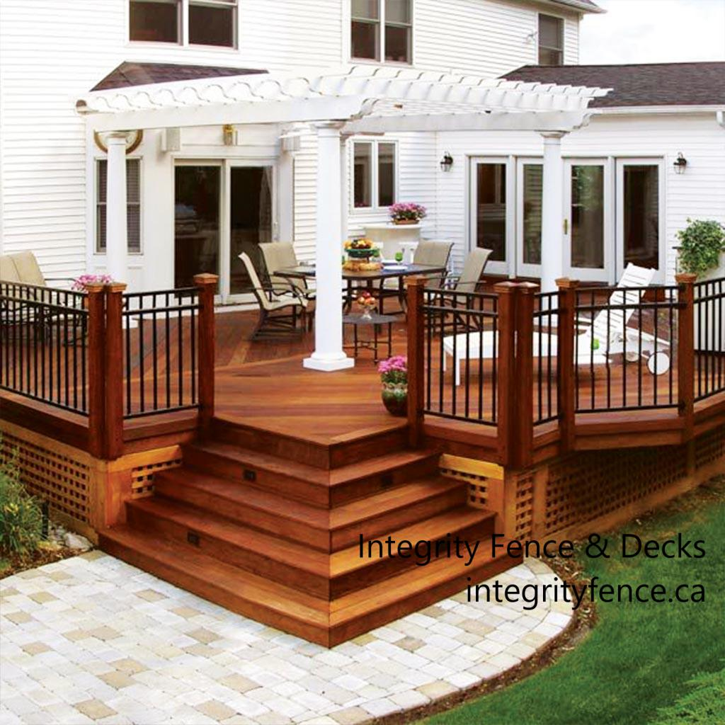 Cedar Deck with Aluminium Rails Stained