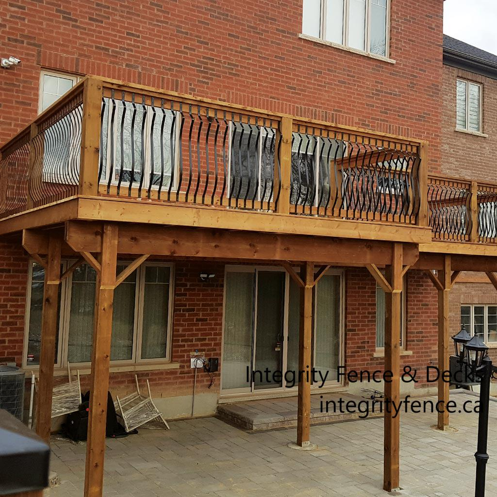 High Rise Deck with Metal Pickets