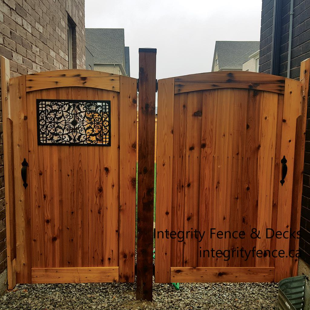 Cedar Upgrade Gate with Large Insert